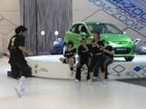 Foto Hiphoperos en la pista de baile del mazda2