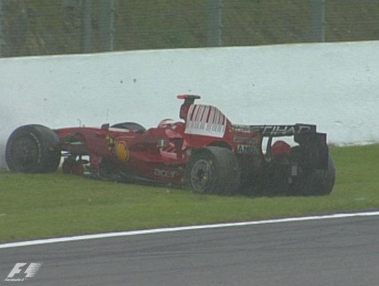 Raikkonen queda fuera de carrera en Spa